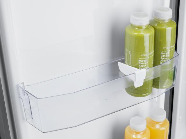 The sliding bottle retainer of the Thetford N3000 series fridges keeps bottles in place whilst you are in transit.