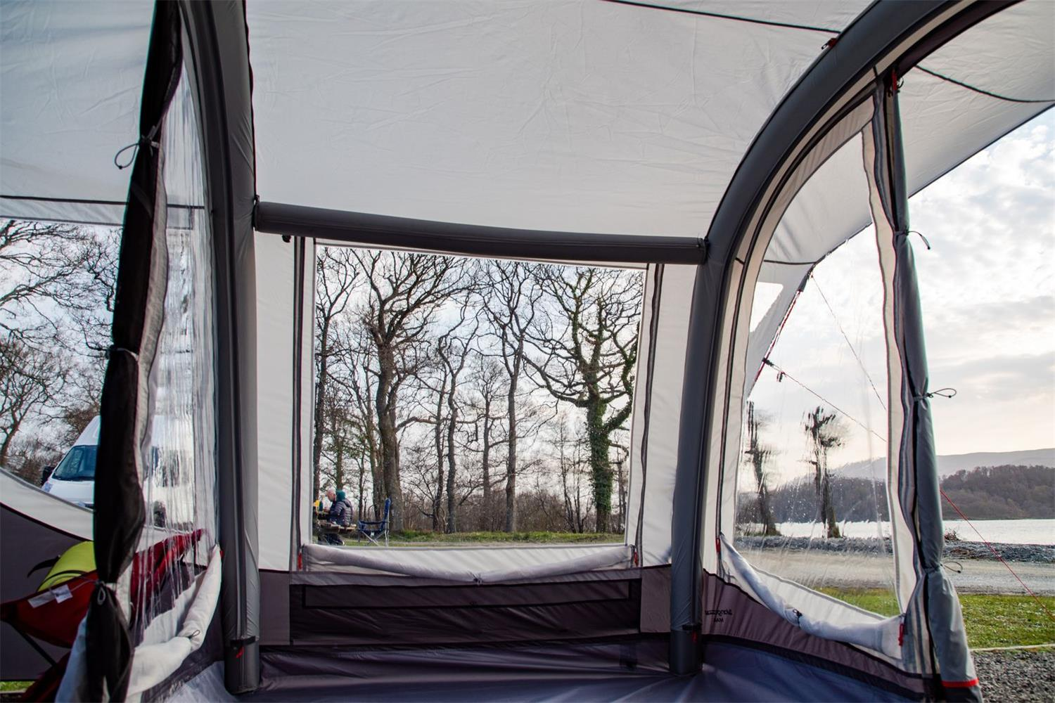 The robust structure of the Vango Magra allows you to venture away in all weathers and gives you a very light and airy space.