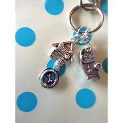 Keyring for all caravanners who also love dogs! Key ring with caravan, top dog bowl and kennel charms great christmas/ birthday gift