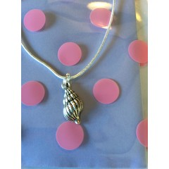 Beautiful shell necklace 61cm
