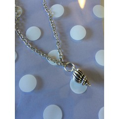 Gorgeous shell charm necklace (46cm) lovely chtistmas/ birthday gift