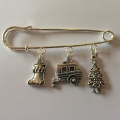 Gorgeous christmas pin brooch with caravan, christmas tree and stocking charms lovely present