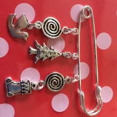 Christmas Pin brooch perfect Christmas stocking filler