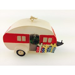 Shoeless Joe Tin caravan with wreath