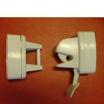 Lever release door retainer clip style