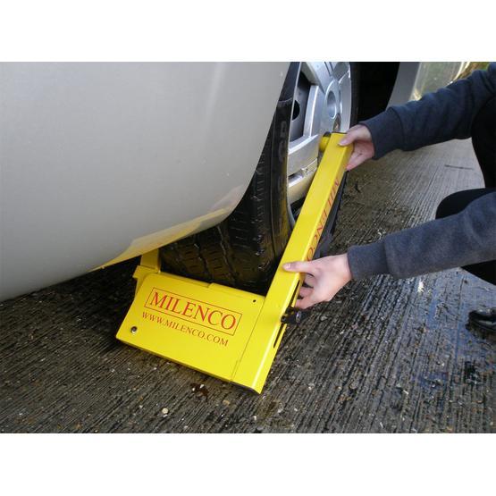 Milenco Compact Wheelclamp image 4